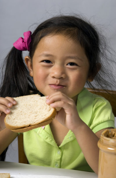 peanut-butter-sandwich-snack-after-exercise-child-with-type-1-diabetes-rendered-e1505533656697
