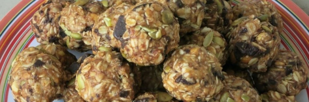 peanut-butter-oat-protein-balls-carb-counted-1200x400-1024x340